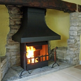 Thermovent high performance convection fire installed in this small Inglenook open fireplace in this modernised Cotswold cottage.